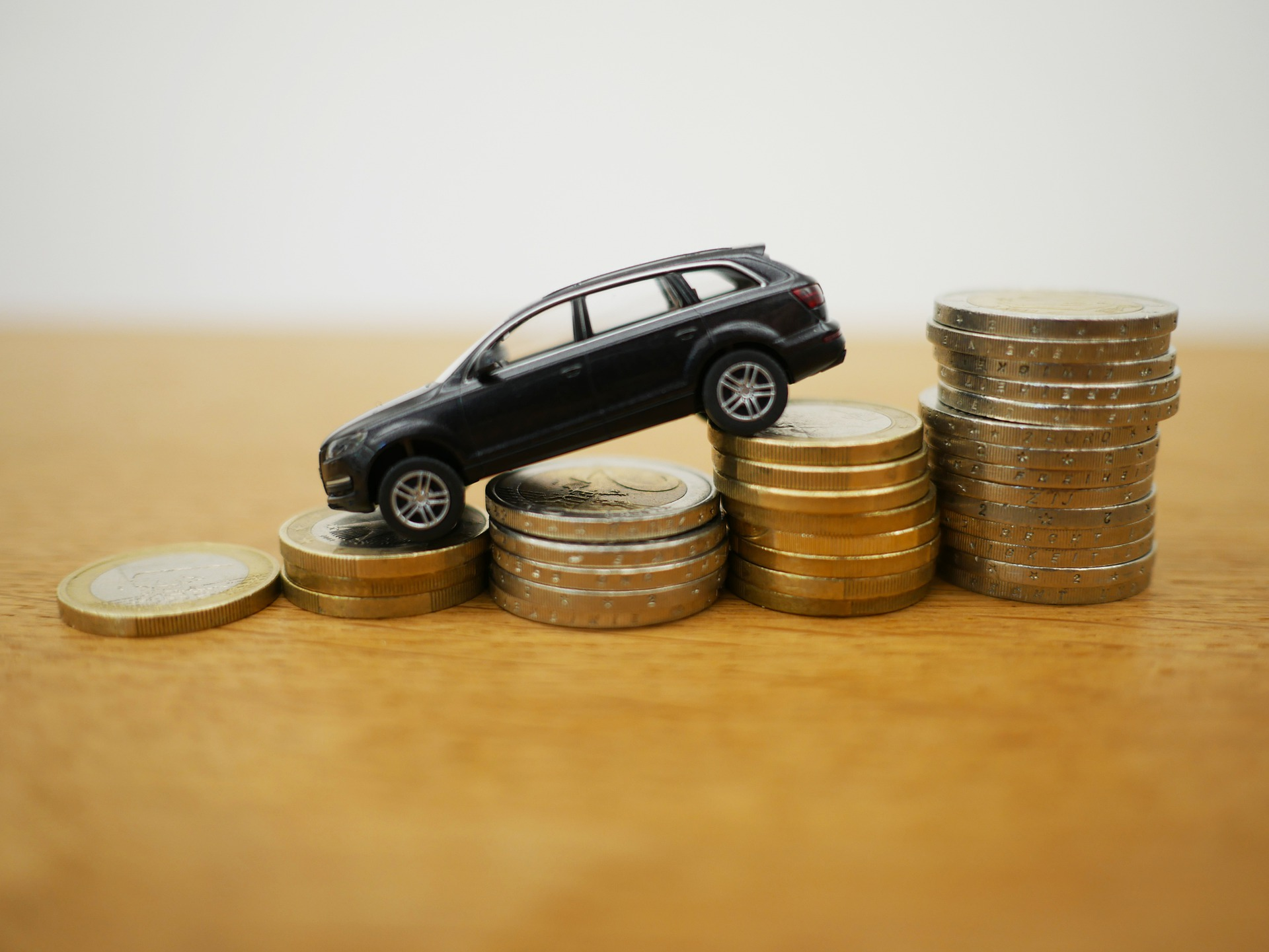 Auto retail sales drop 55% in May as COVID puts brake on vehicle registrations: FADA According to automobile dealers' body FADA, amidst the pandemic second wave, automobile retail sales in the country as compared to April 2021, declined by 55% in May 2021 because lockdowns in various states affected the vehicle registrations. Because of the pandemic-led curbs showrooms across various states, showrooms were mandatorily shut. In April this year, there was a total of 11,85,374 unit registrations across categories while this dropped drastically to 5,35,855 units in May. The vehicle registration data that was collected by the FADA, from 1,294 out of the 1,497 regional transport offices (RTOs), showed that as compared to the 2,08,883 units in April, there was a decline in passenger vehicle by 59% in May this year, while two-wheeler vehicle sales also declined by 53%, dropping from 8,65,134 units in April to 4,10,757 units in May. There was also a drop in the sales of commercial vehicles (by 66%), three-wheeler vehicles (by 76%), tractors (by 57%). According to FADA President Vinkesh Gulati, the auto retail fraternity is in dreadful need of support amid business disordering caused by the pandemic. FADA has humbly requested all the OEMs to announce any financial assistance to their channel partners. Vinkesh Gulati also appealed to the government that rather than restructuring, banks should allow a suspension of 90 days to all types of dealers without keeping a turnover limit, it is needed as auto retail trade works on the principle where dealers get capitalized from financial institutions in terms of inventory financing for 30-45 days to buy vehicles from auto OEMs. He also said that due to the lockdown already lasting over 30-45 days and will continue in south India, the revenue of dealers was impacted because of minimum sales, and due to that dealers will not be able to pay back their due loan installment which would lead to default. And This will ultimately harm dealers'